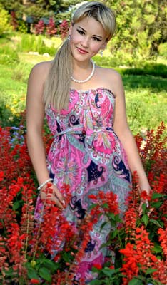 Warm woman Lena from Poltava (Ukraine), 34 yo, hair color blonde