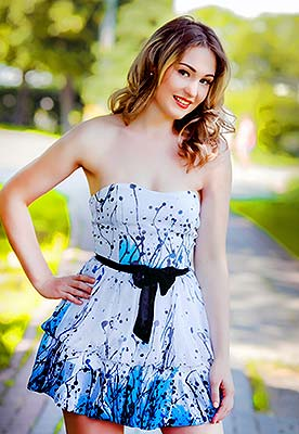 Honest bride Anna from Poltava (Ukraine), 31 yo, hair color light brown