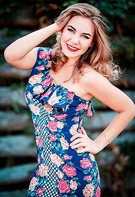 Tender bride Aleksandra from Poltava (Ukraine), 23 yo, hair color brown