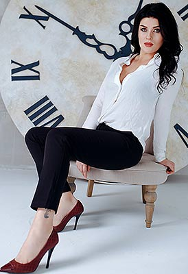 Active bride Yel'vira from Poltava (Ukraine), 36 yo, hair color brunette