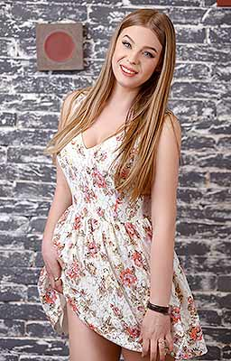 Romantic girl Yuliya from Poltava (Ukraine), 28 yo, hair color light brown