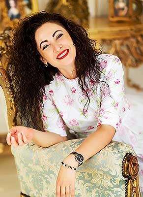 Responsible woman Lesya from Poltava (Ukraine), 38 yo, hair color brunette