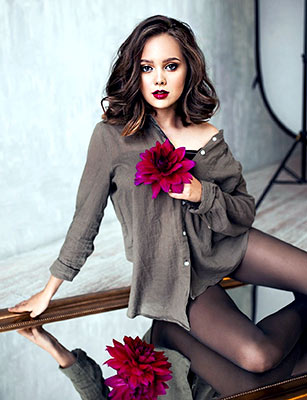 Punctual bride Anna from Novosibirsk (Russia), 21 yo, hair color chestnut