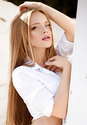 Purposeful lady Marianna from Makeevka (Ukraine), 28 yo, hair color light brown