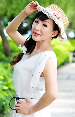 Flexible woman Fengqin from Shaoguan (China), 49 yo, hair color black