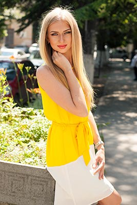 Sweet bride Kseniya from Simferopol (Russia), 27 yo, hair color blonde