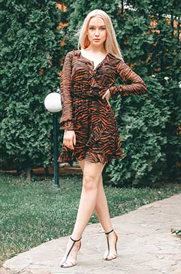 Creative wife Sofiya from Sumy (Ukraine), 21 yo, hair color blonde