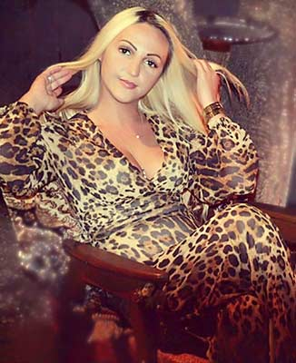 Familyoriented bride Yuliya from Vinnitsa (Ukraine), 38 yo, hair color blonde