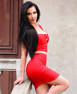 Tender woman Lina from Odessa (Ukraine), 36 yo, hair color brunette