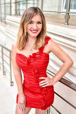 Accurate bride Elena from Odessa (Ukraine), 35 yo, hair color dark brown