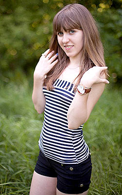 Fond bride Elena from Zaporozhye (Ukraine), 23 yo, hair color dark brown