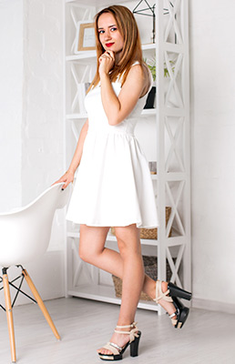 Faithful lady Ekaterina from Zaporozhye (Ukraine), 23 yo, hair color chestnut