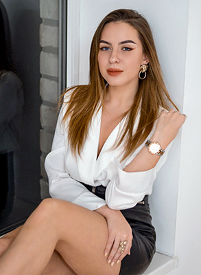 Purposeful lady Arina from Zaporozhye (Ukraine), 23 yo, hair color brown