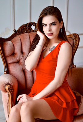 Positive girl Diana from Zaporozhye (Ukraine), 20 yo, hair color chestnut