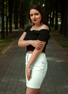 Stylish girl Mariya from Zaporozhye (Ukraine), 23 yo, hair color chestnut