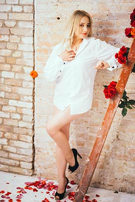 Dynamic bride Tat'yana from Zaporozhye (Ukraine), 45 yo, hair color blonde