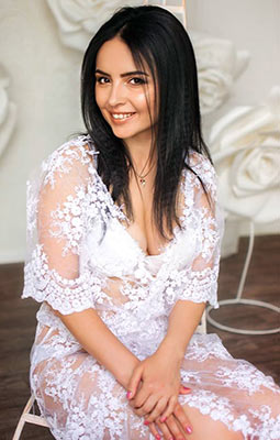 Kind bride Elena from Zaporozhye (Ukraine), 32 yo, hair color black