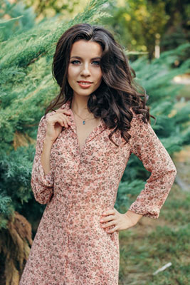 Calm bride Lyudmila from Zaporozhye (Ukraine), 27 yo, hair color brown-haired