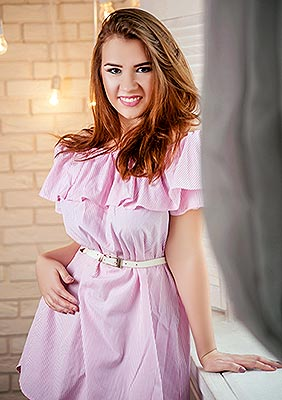 Kind bride Alina from Zaporozhye (Ukraine), 25 yo, hair color brown-haired