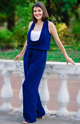 Active lady Anna from Zaporozhye (Ukraine), 31 yo, hair color chestnut
