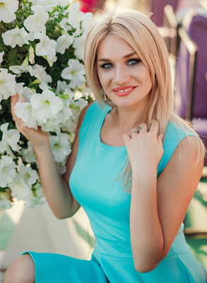 Kind wife Anna from Zaporozhye (Ukraine), 28 yo, hair color blonde