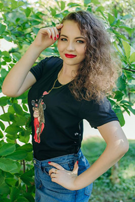 Kind lady Alina from Tokmak (Ukraine), 28 yo, hair color chestnut
