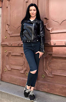 Energetic bride Yuliya from Zaporozhye (Ukraine), 25 yo, hair color black