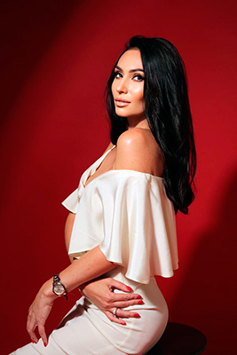 Stylish lady Mar'yana from Uzhgorod (Ukraine), 37 yo, hair color brunette