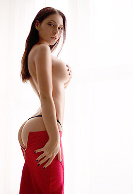 Goal oriented bride Kseniya in bikini from Moscow (Russia), 26 yo, hair color chestnut