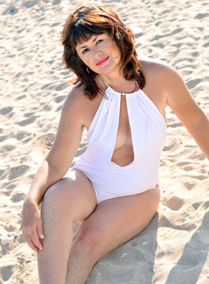 Educated bride Dilyara in bikini from Feodosia (Russia), 60 yo, hair color brown-haired