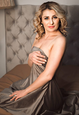 Happy woman Lesya in bikini from Lvov (Ukraine), 29 yo, hair color blonde
